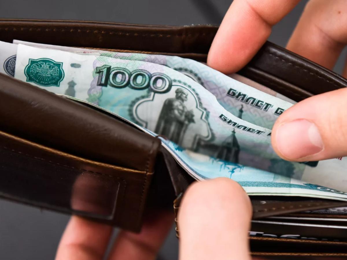 В чём причина медленного роста заработной платы?